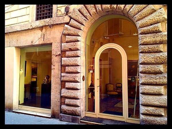 przykładowy antykwariat na via dei Coronari