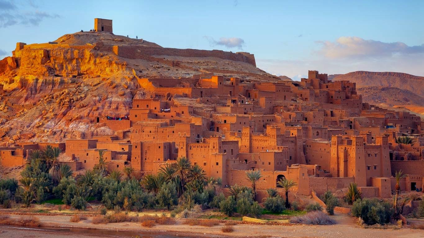 Aït Benhaddou, Atlas Mountains, Morocco (© Douglas Pearson/Corbis) 53