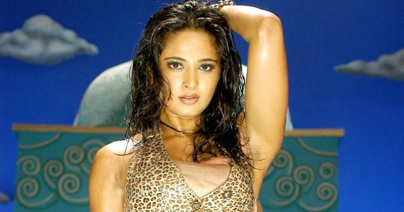 Anushka Shetty Hot Bikini