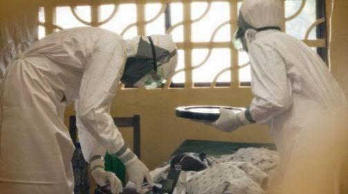Na Libéria, cinco jovens, cristãos e muçulmanos, engajados nas áreas rurais na prevenção do vírus Ebola