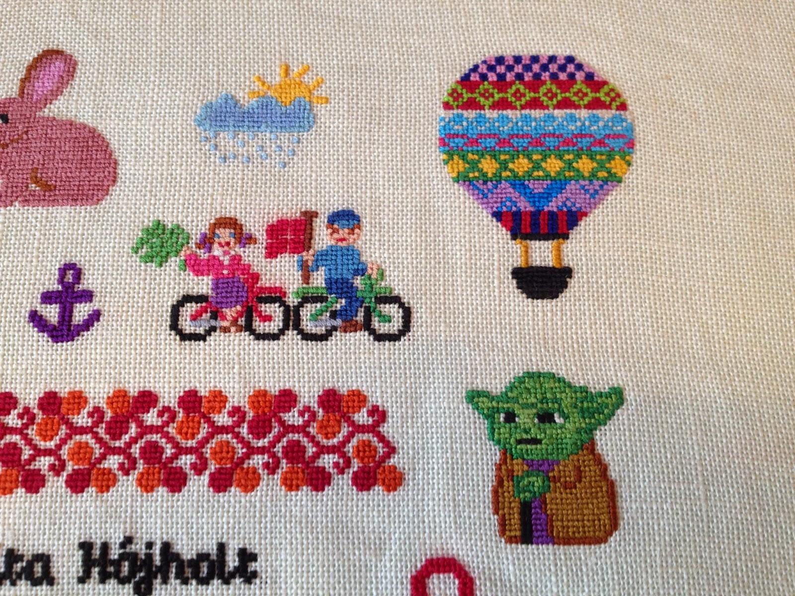 Luftballon, Yoda, cyklister, regnsky. Navnebroderi i korssting. Navneklud. Fødselsbroderi.