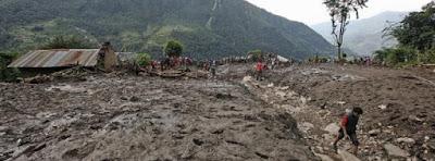 FUERTES LLUVIAS CAUSAN DESLIZAMIENTOS DE TIERRA EN NEPAL: 30 MUERTOS Y 42 DESAPARECIDOS