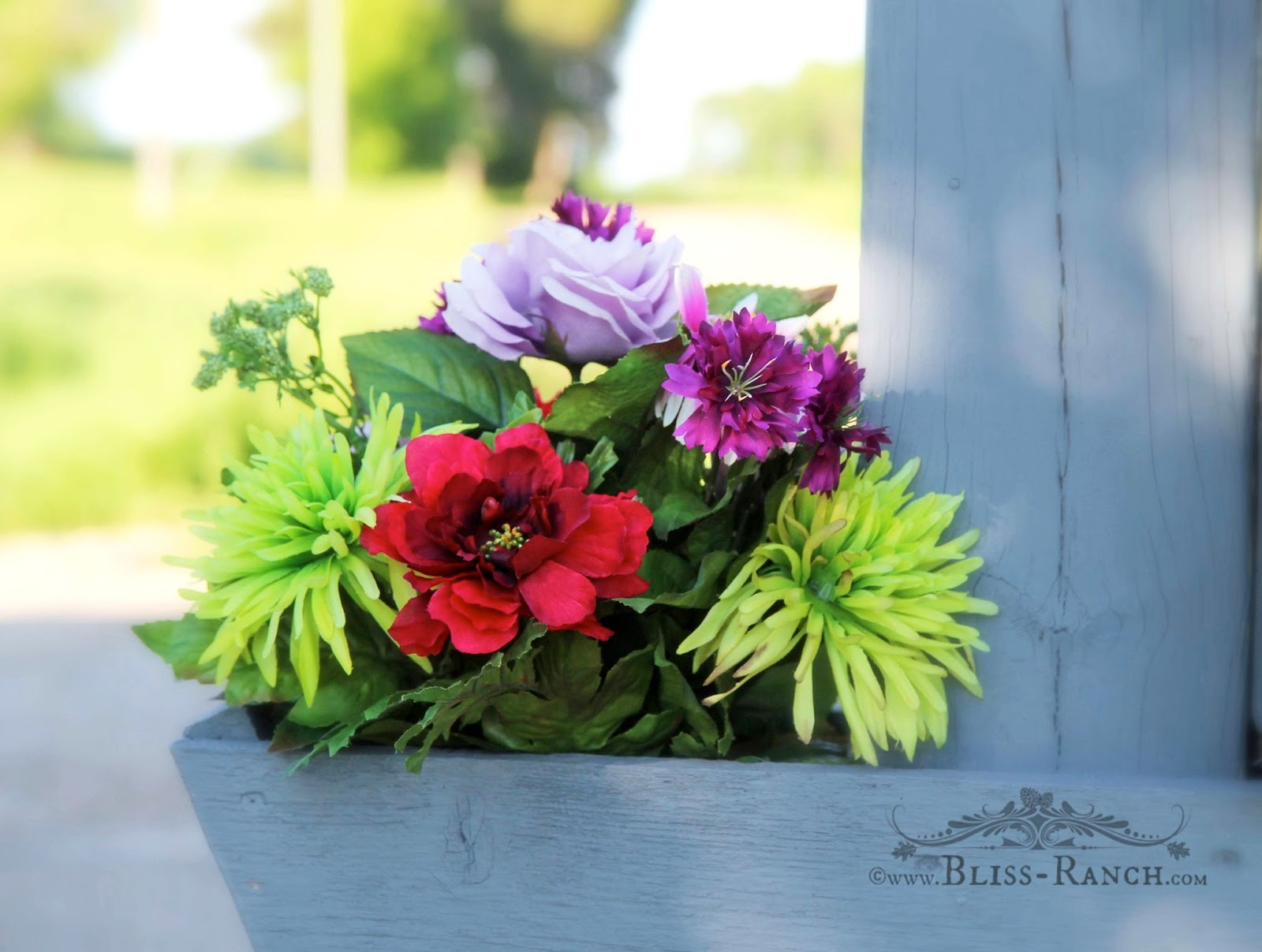Mailbox Faux Flowers Bliss-Ranch.com #mailboxmakeover
