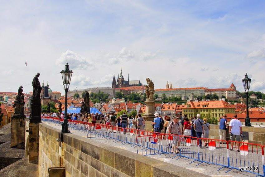 Мост соединяет Старый город и Пражский град. До 30-х годов XIX века - единственная переправа в течение пяти веков.