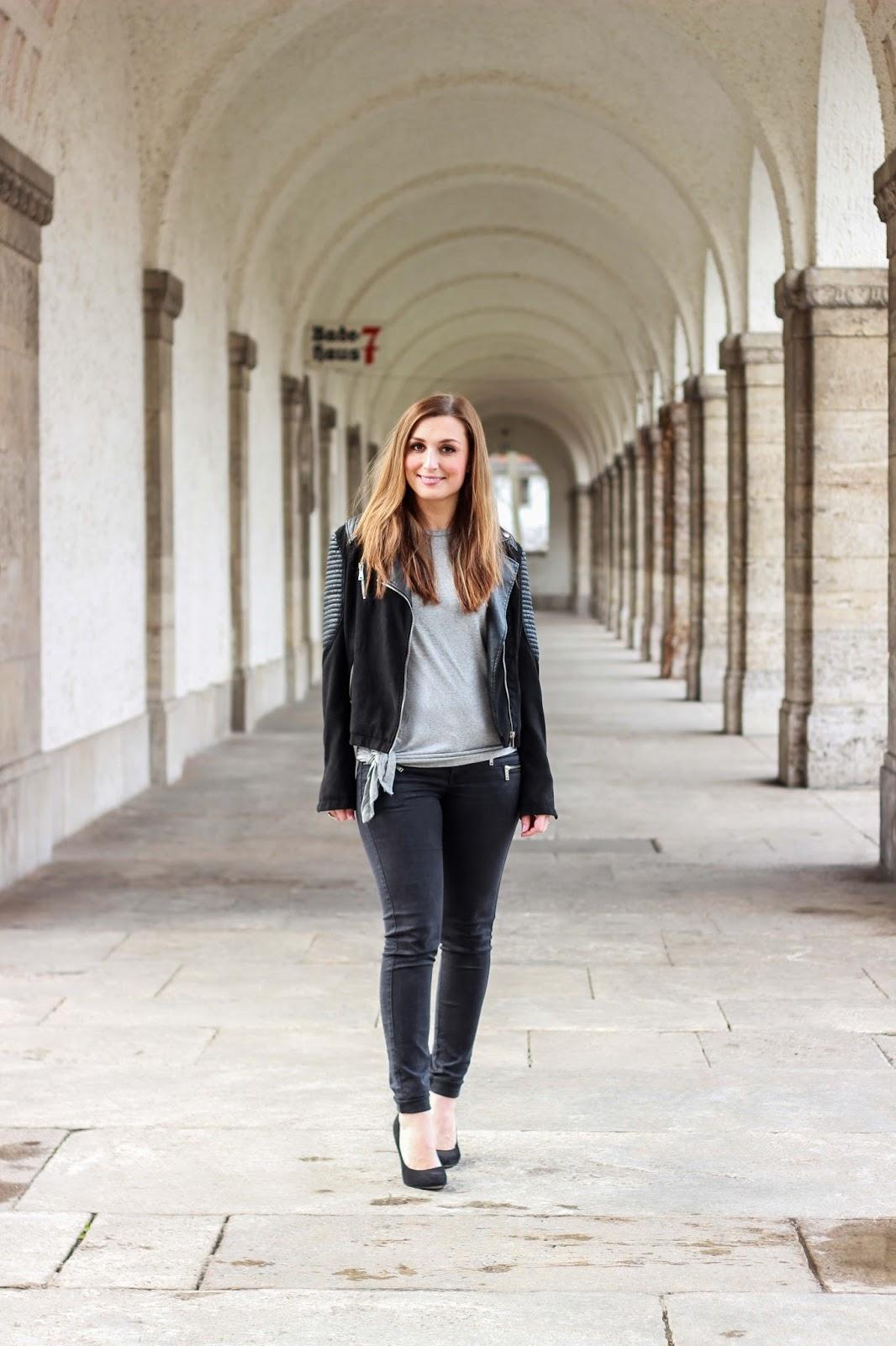 Outfit inspiration - Fashionstylebyjohanna in schwarzer Lederjacke - pink peonies - fashionhippieloves