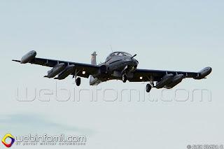 """Avión de combate y apoyo cercano A-37 con matricula  FAC2183 perteneciente al Escuadrón de Combate 311 """"Dragones"""" del Cacom 3."""