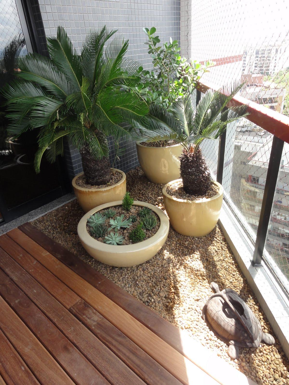 As arvores que melhor fica dentro de vazo são palmeira,bambu, entre