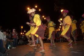 YOSPAN ( yosim pancar ), adalah salah satu tarian adat masyarakat papua.