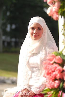http://2.bp.blogspot.com/-i4NoGZRCorA/UJSGKoKHhZI/AAAAAAAAnH8/HtgUeWAUBtk/s400/_Gambar-Majlis-Pernikahan-Farid-Kamil-Diana-Danielle1.jpg