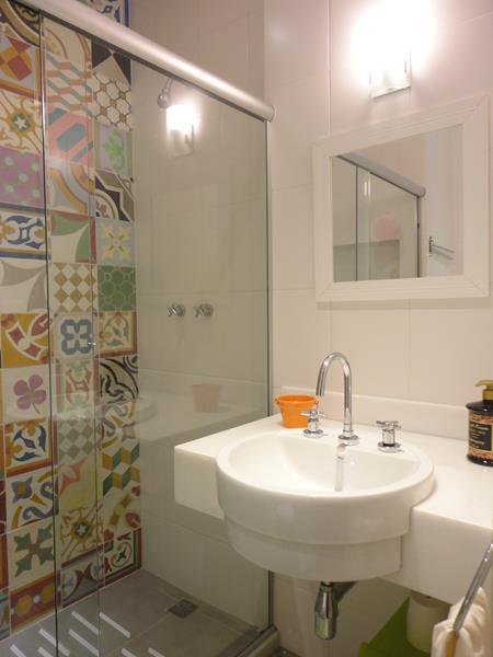 ARQUITETA MARIA HELENA TORRES REFORMA DE APARTAMENTO EM COPACABANA (CORTE DE -> Banheiro Pequeno Quanto Custa