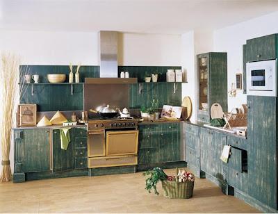 Патированый кухонный гарнитур: модель CHELSEA от фабрики Cheminees Philippe.
