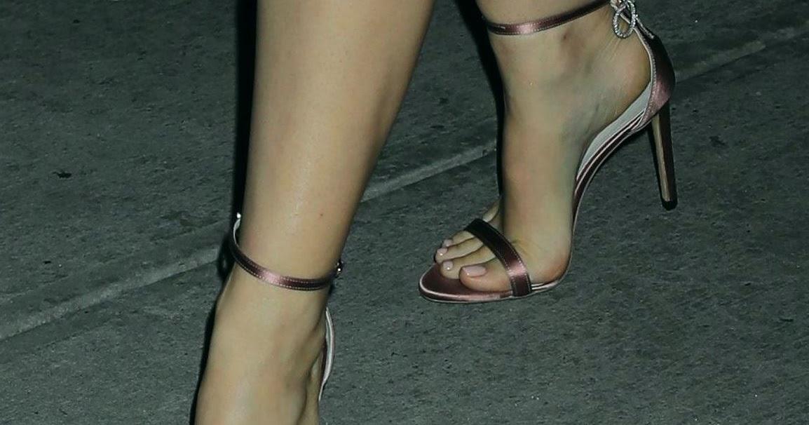 Натали Портман Feet