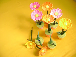 Vasinho de flor de caneta que fofo