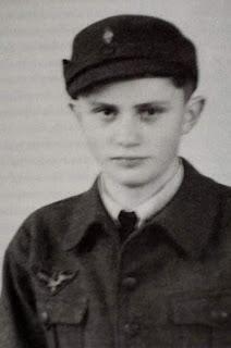 Joseph Aloisius Ratzinger a los 16 años