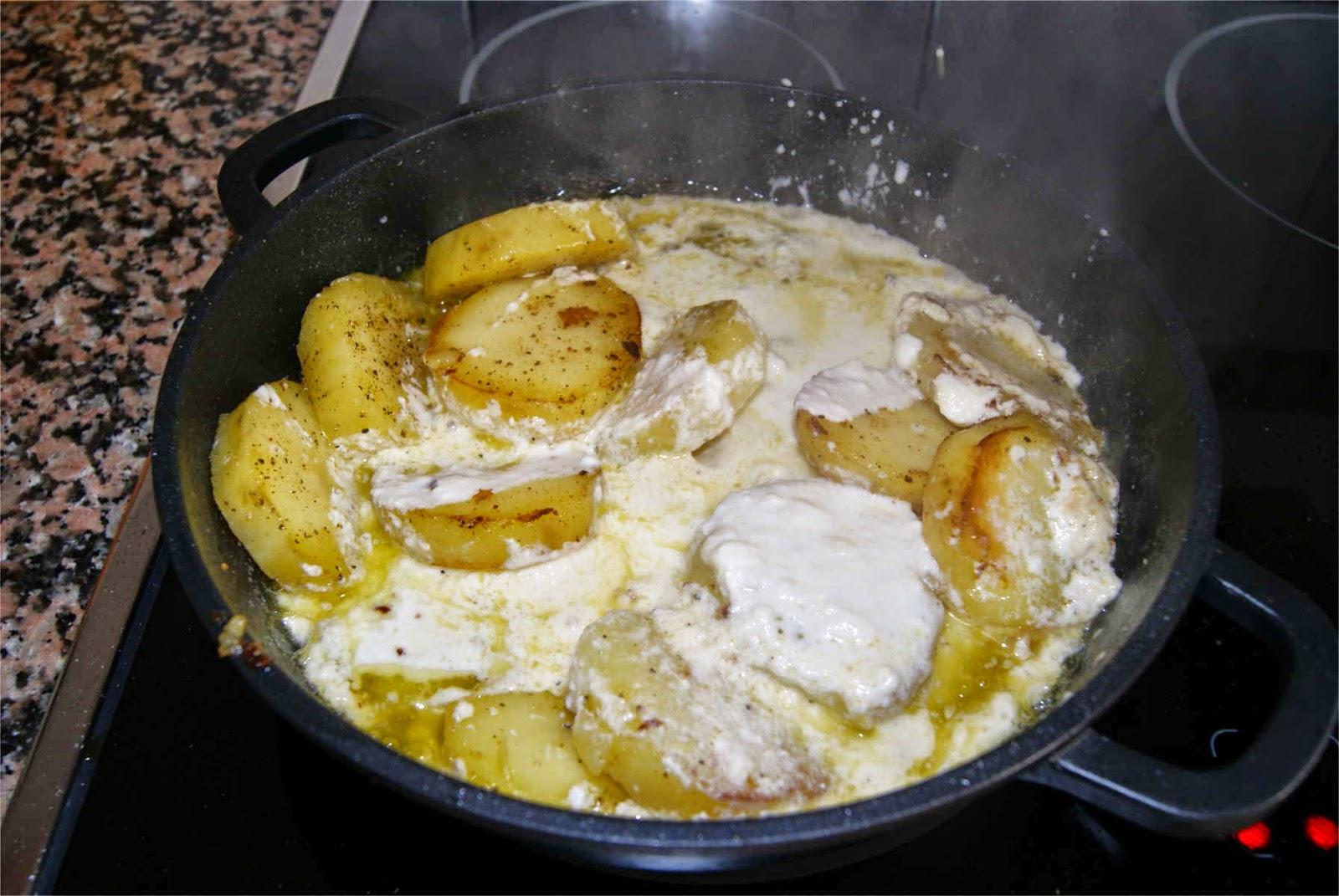 Patatas con salsa de queso paso 4