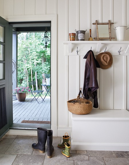 Small spaces mudrooms for Modern farmhouse mudroom