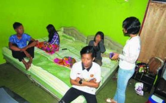 4 Mahasiswa Mesum Tidur Seranjang Digerebek Tengah Malam, Begini Jadinya