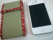 私の大好きな赤の小紋でデザインされたすてきなiPhoneケースです。