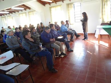 Charla tecnica sobre mandioca en facultad agronomía de artigas