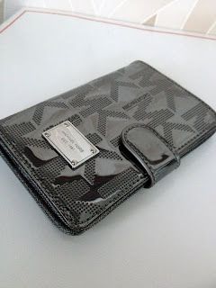 READY STOCK : MICHAEL KORS PASSPORT CASE/WALLET