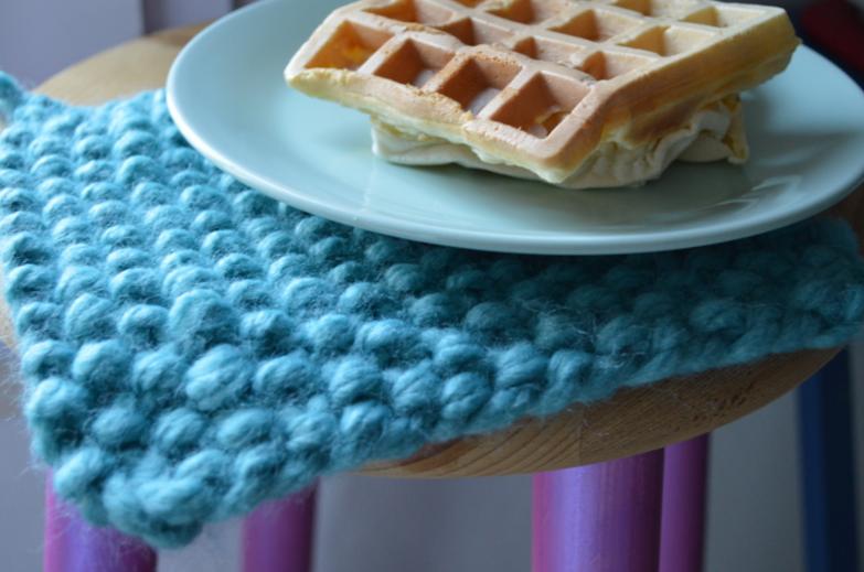diy le dessous de plat en tricot le heaume de la mort. Black Bedroom Furniture Sets. Home Design Ideas