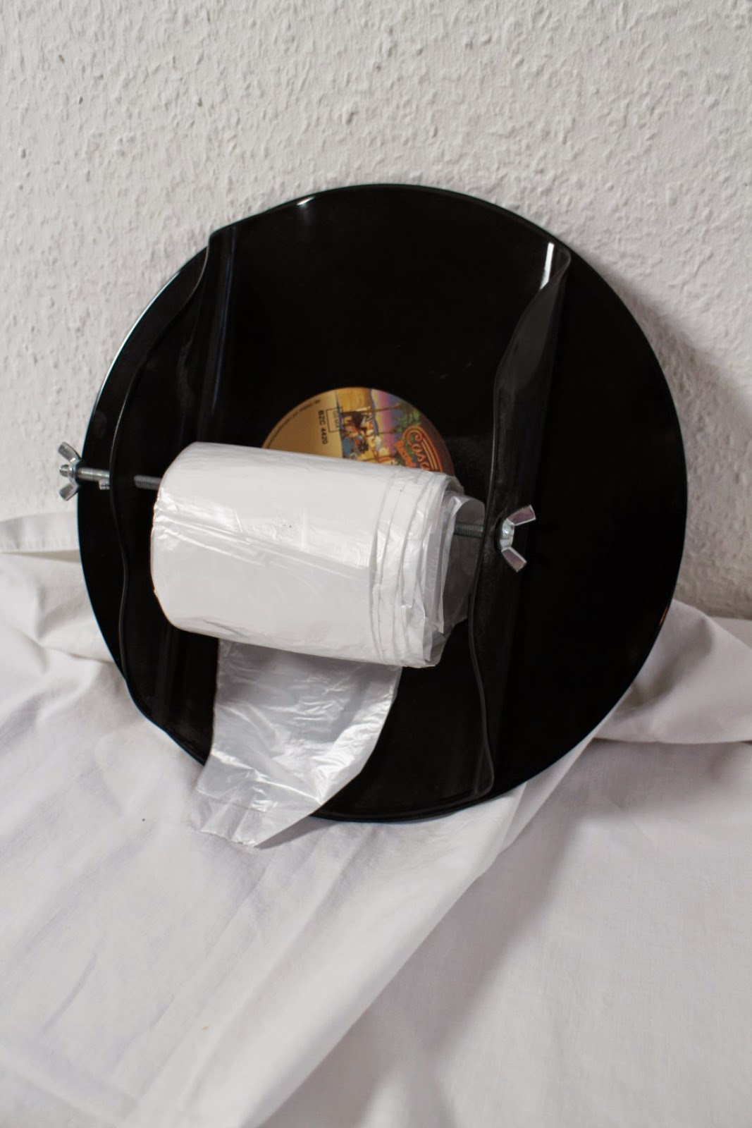 Upcycling 2.0 Plastiktütenabroller aus Schallplatten / Plastic bag dispenser made of vinyl records