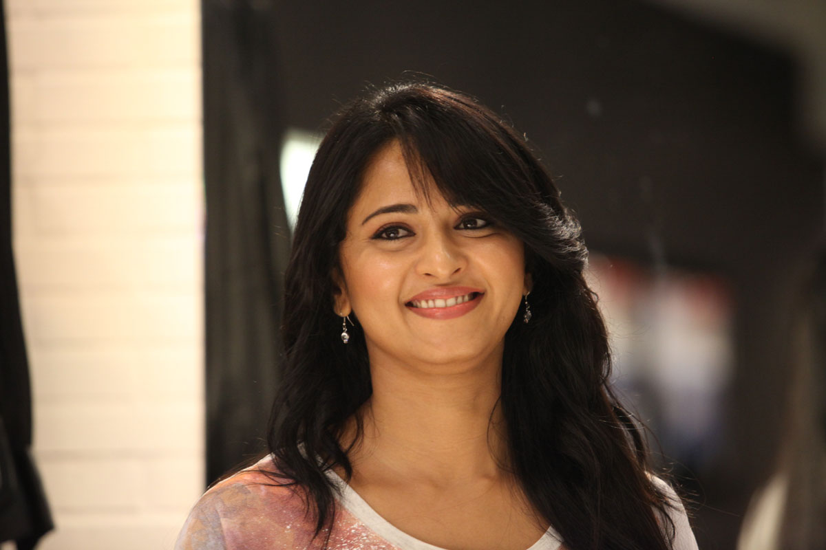 Anushka Cute Pics from Mirchi Movie