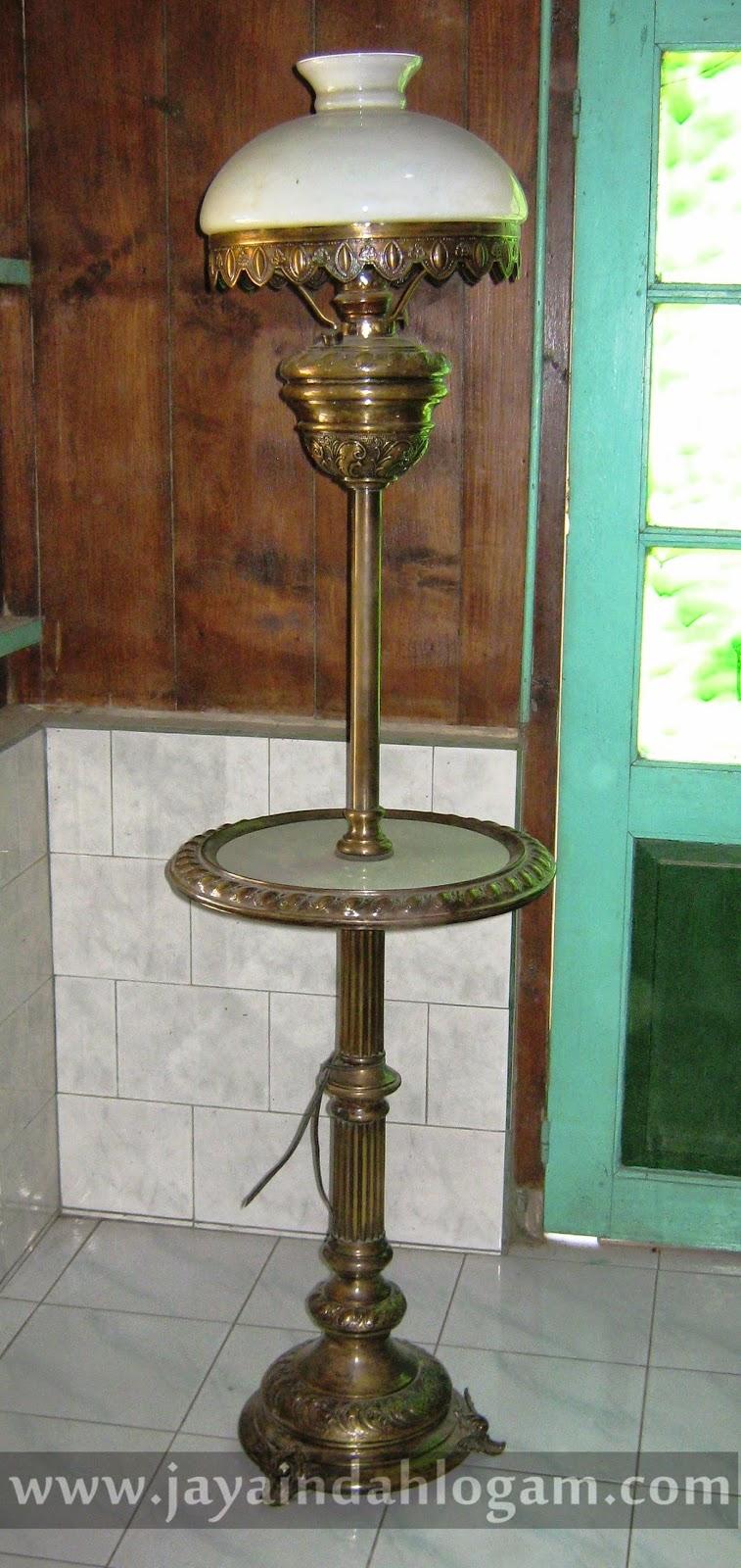 http://www.jayaindahlogam.com/2014/08/lampu-stand.html