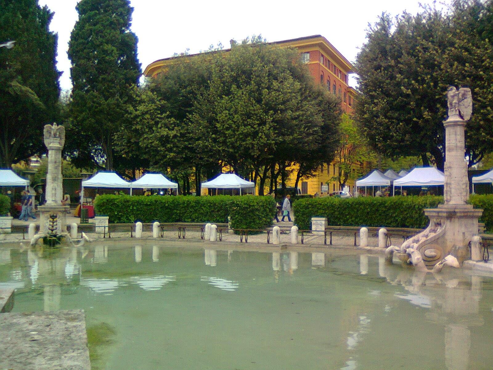 In bici per roma e 39 partito il restauro di piazza mazzini - Mercatino di natale piazza mazzini roma ...