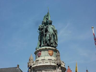 Estatua de Jan Breydel y Pieter de Coninck en Grote Markt de Brujas
