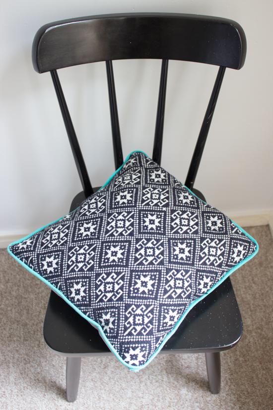 diy piped cushion tutorial