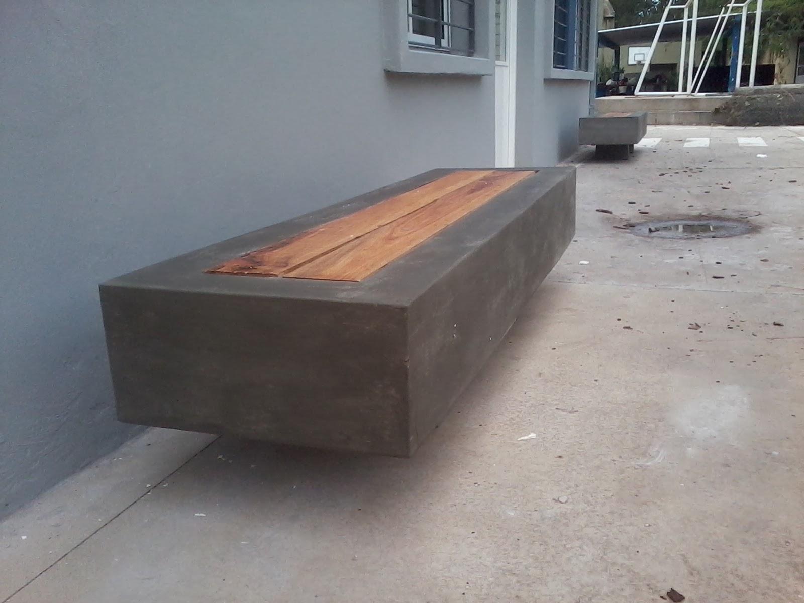Banco de cemento con madera dura en el medio un producto - Bancos de cemento ...