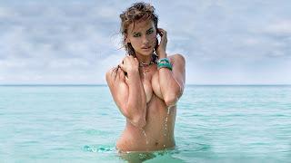 Irina Shayk ocean