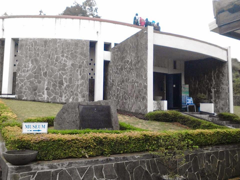 Hasil gambar untuk museum kailasa dieng