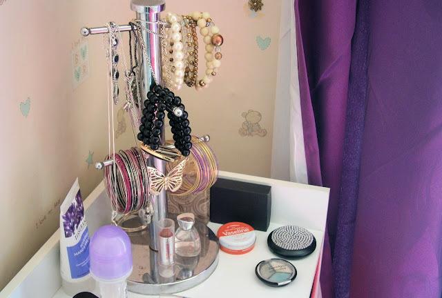 mug stand jewellery display bedroom ideas