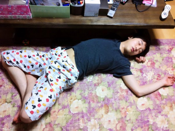 foto molor kocak, orang tidur kocak, tidur lucu, funny sleep