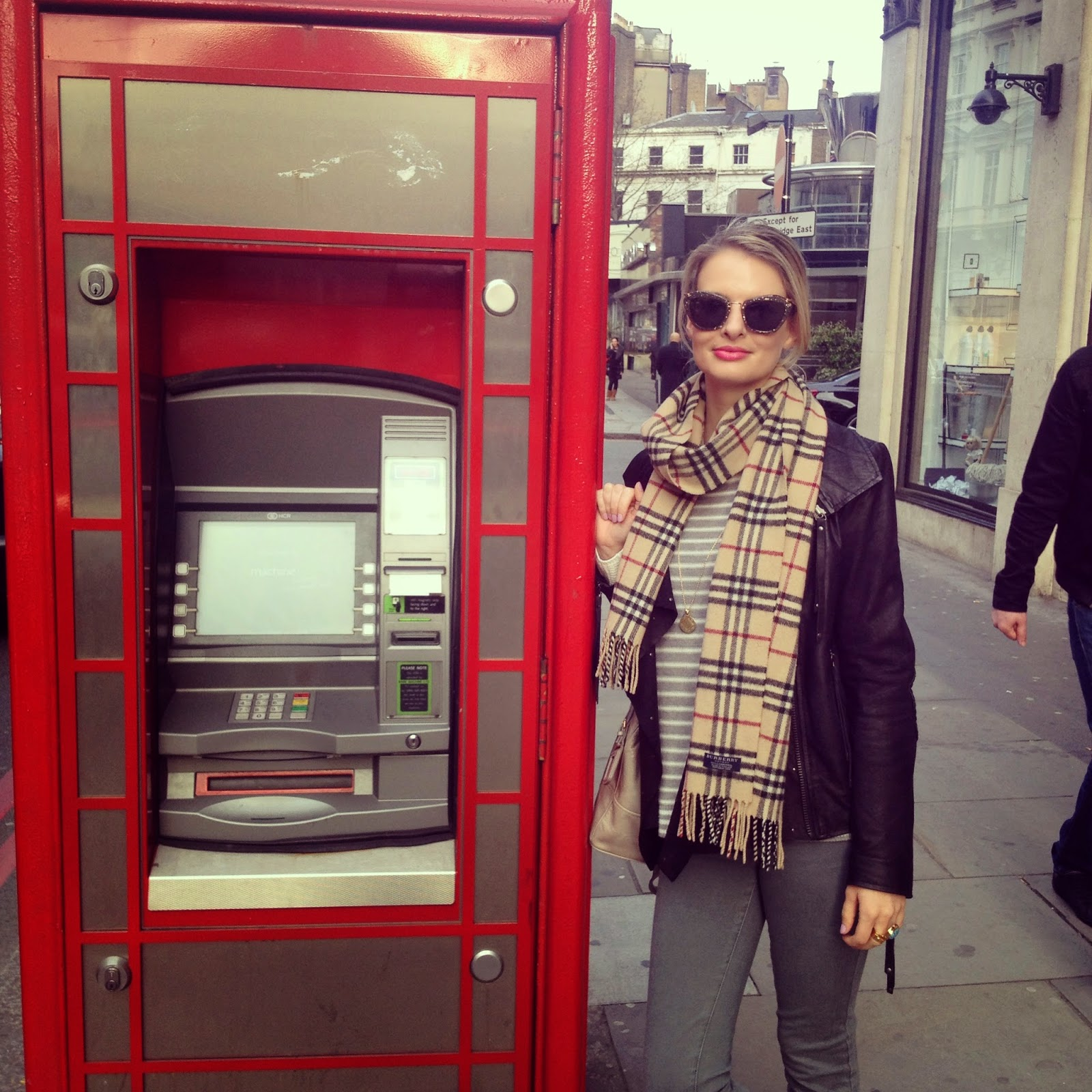London, my week on instagram, fashion blogger, german fashion blogger, blogger in London, burberry scarf, leather jacket, blank nyc jeans, phone booth, phone booth transformed into cash maschine, miu miu sunglasses