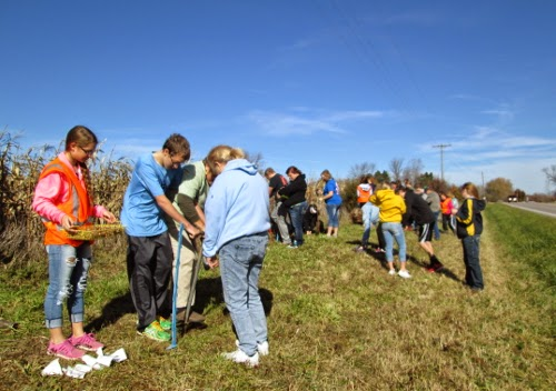 Students planting daffodils at community site