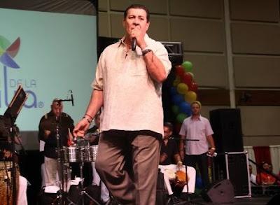Tito Rojas cantando