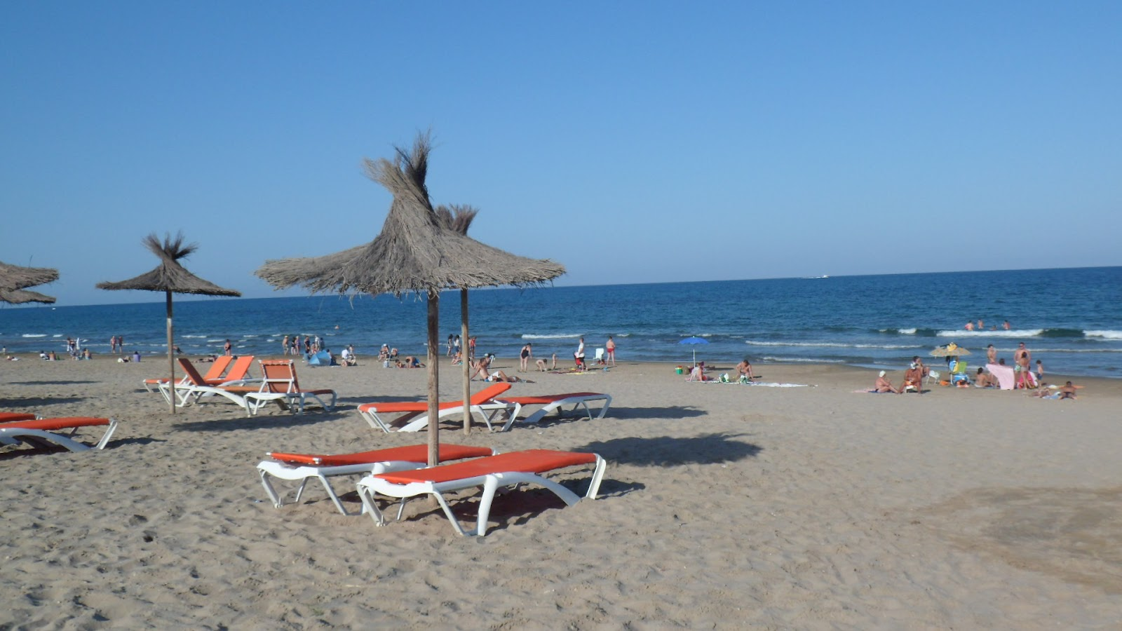 Alquilar apartamento en la playa primer ba o del verano - Apartamentos verano playa ...