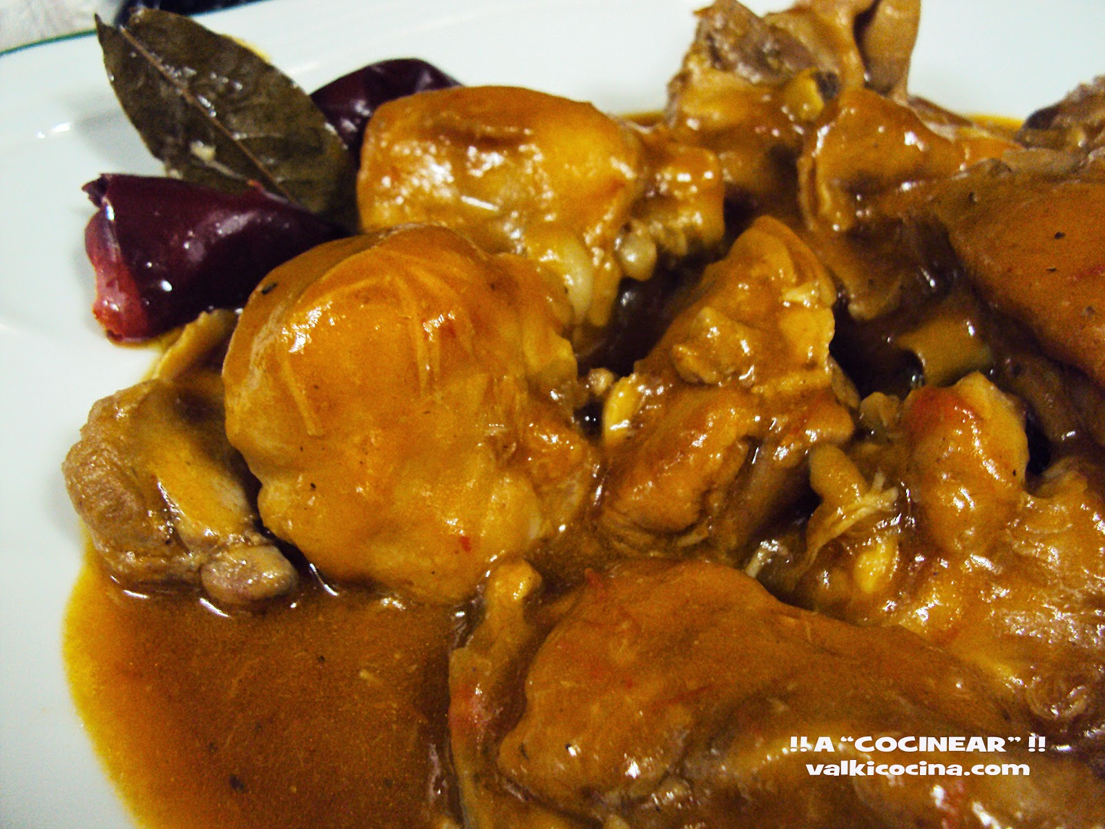 Pollo de corral en salsa guisado en olla r pida a - Pollo de corral guisado ...