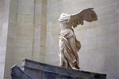 Η Νίκη της Σαμοθράκης βλέπει προς την Αθήνα