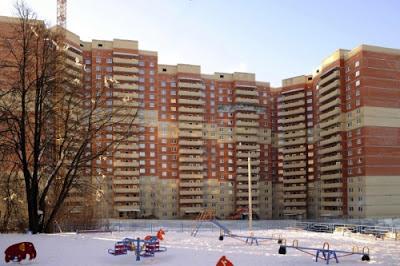 В квартирном сегменте класса «комфорт+» стоимость квадратного метра жилой недвижимости также выросла - на 11%; средняя стоимость квадратного метра квартиры комфорт класса составляет 98 тыс. руб. Квартиры такого класса как правило располагаются в спальных районах Санкт-Петербурга и ближе к центру города.