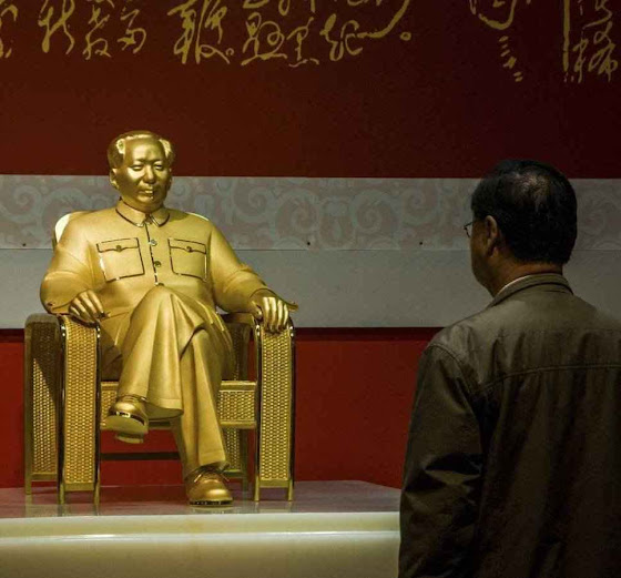 O general Gu Junshan tinha em sua mansão uma estátua de ouro e pedas preciosas do fundador do comunismo chinês.