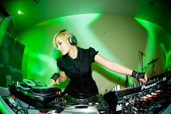 HEAVYGRINDER - DJ Cantik yang Mengusung Musik Metal Electro