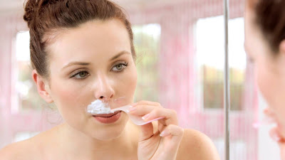 How to Naturally Remove Facial Hair in Women