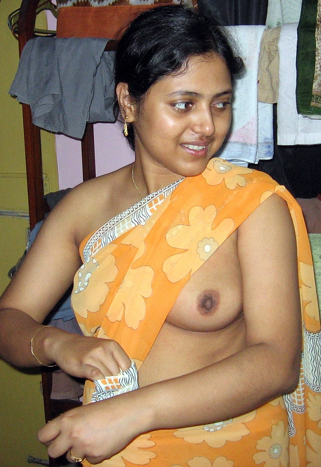 Sexy desi aunty removing clothes and showing boobs n hairy choot ...