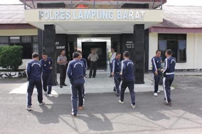 Sat Binmas Polres Lampung Barat Latih Satpam Beladiri
