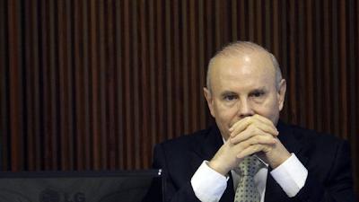 Brasil: Denunciado pela oposição, Mantega acha que é alvo de 'fogo amigo'