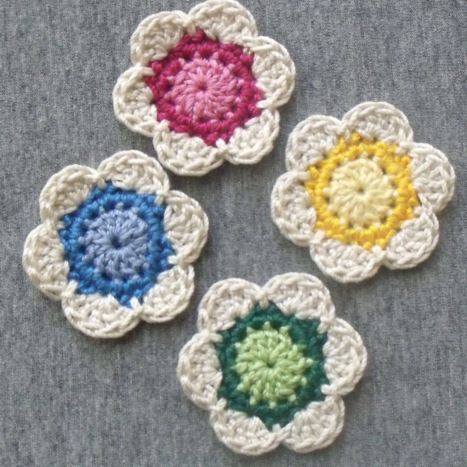 Crochet Patterns Of Flowers : Indecisively Chic: Lil Cute Crochet Flower